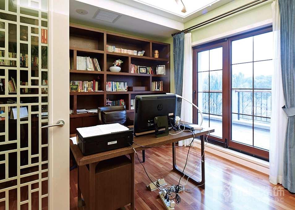 西山林语二楼起居室别墅装修实景图