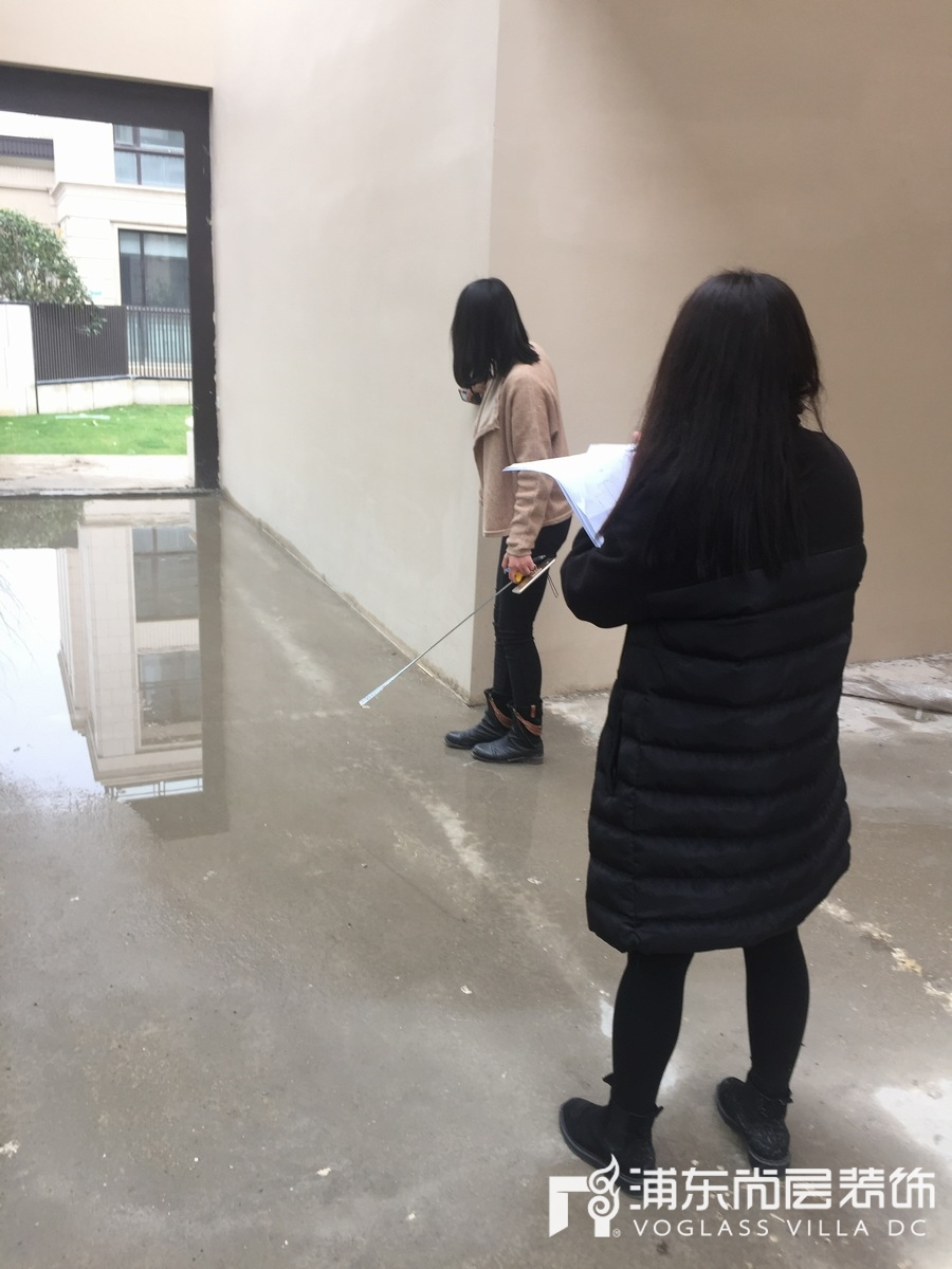 铂悦滨江项目团队进行现场勘查