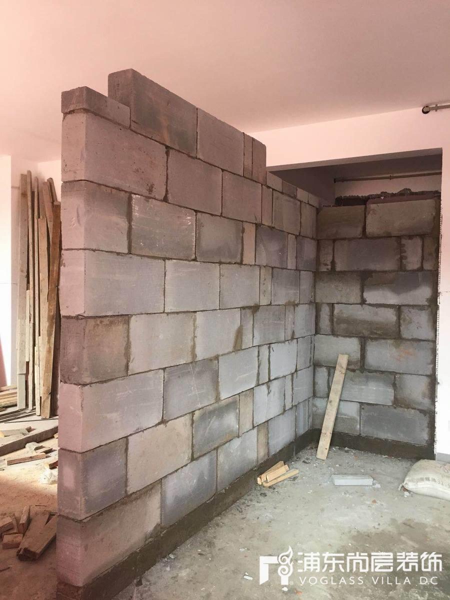 森兰名轩小区装修工地现场砌墙